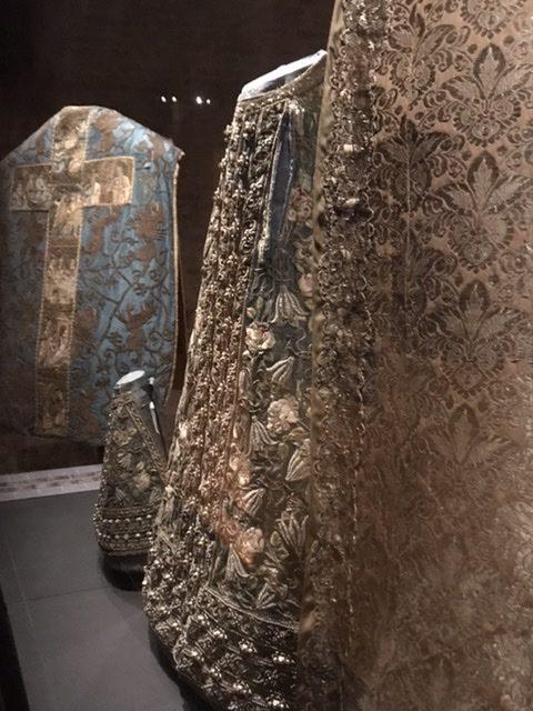 Kostbare Stoffe aus 1200 Jahren- neue Textilausstellung in der Schatzkammer