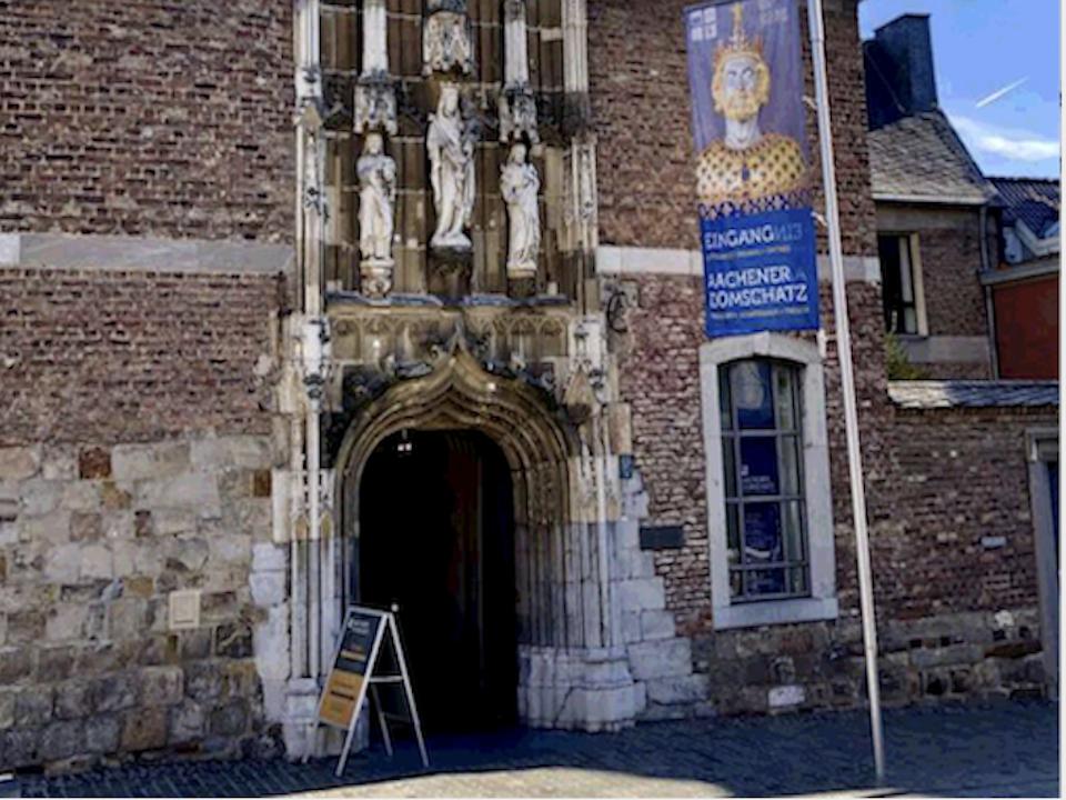 Die Tür Karls des Großen in neuem Glanz
